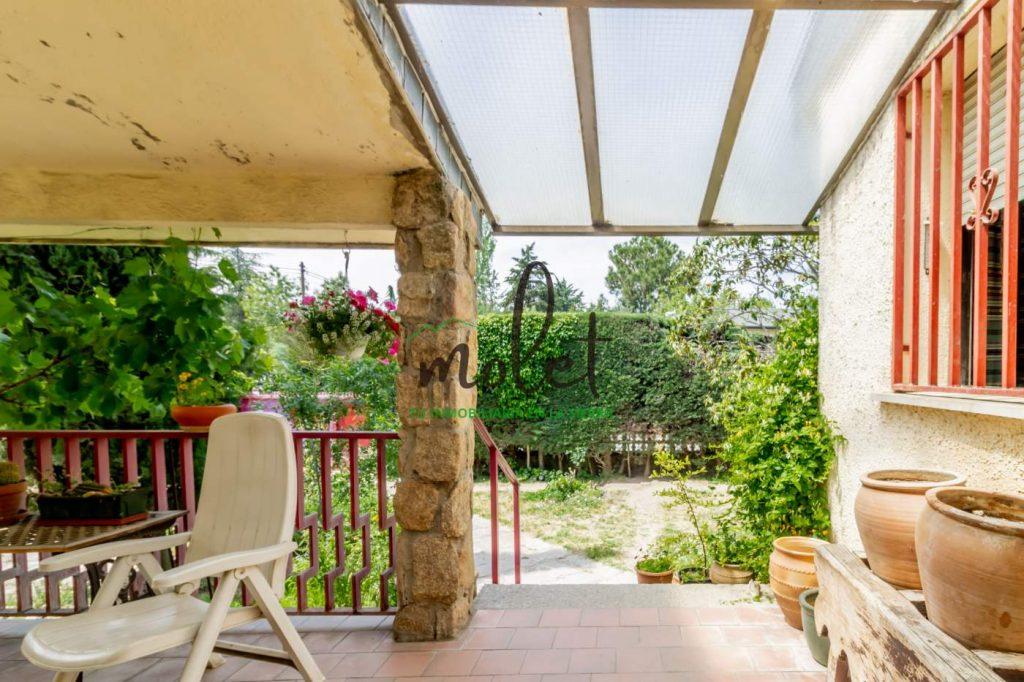 Terraza – porche a la entrada.